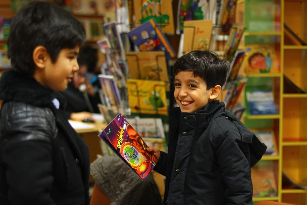 بازدید دانشآموزان پایه سوم مدرسه مبتکر از کتابهای نردبان (گزارش تصویری)